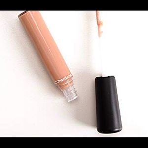Mac lip gloss lap dog nude color